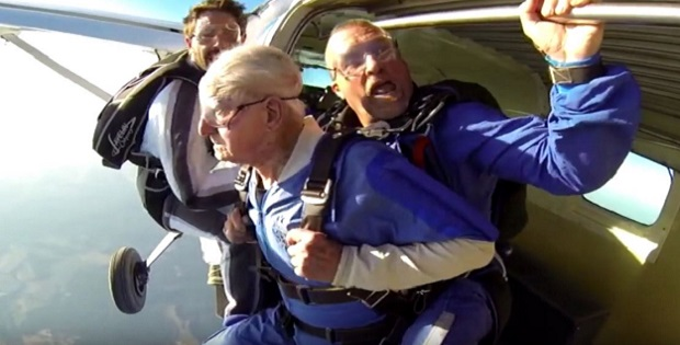 101-year-oldest-tandem-parachute-jump